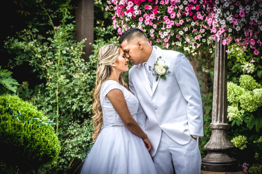 bride and groom Ryan hender photography le garden wedding venue sandy utah