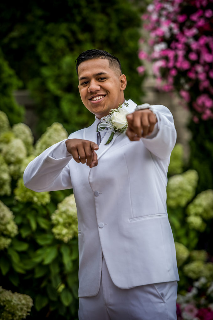 groom Ryan hender photography le garden wedding venue sandy utah